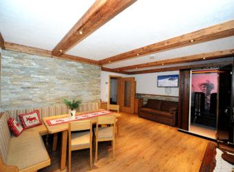 Appartements Berghof - Das Wohnzimmer im Appartement Gamshag mit Infrarotkabine