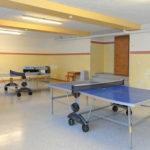 Der Spielraum des Berghofs zum Tischtennis spielen und für Drehfußball Matches