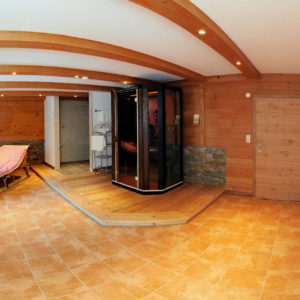 Wellnessbereich Berghof mit Infrafotkabine und Dusche