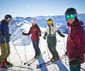 Vier Skifahrer im Skicircus Saalbach Hinterglemm Leogang Fieberbrunn