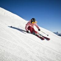 Eine Skifahrerin im kicircus Saalbach Hinterglemm Leogang Fieberbrunn