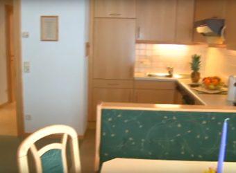 Eine Küche im Landhaus Gensbichler